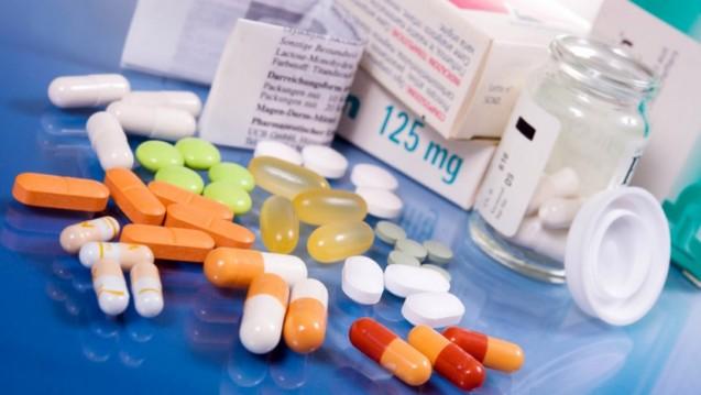Der Pillenberg schrumpft: Mit der Polypille reduziert sich die Zahl der einzunehmenden Tabletten. (Bild: grafikplusfoto/Fotolia)