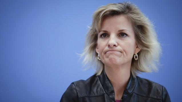 Daniela Ludwig, Drogenbeauftragte der Bundesregierung, ist nicht wirklich begeistert von den Plänen der SPD zur Cannabis-Legalisierung. (m / Foto: imago images / Zensen)