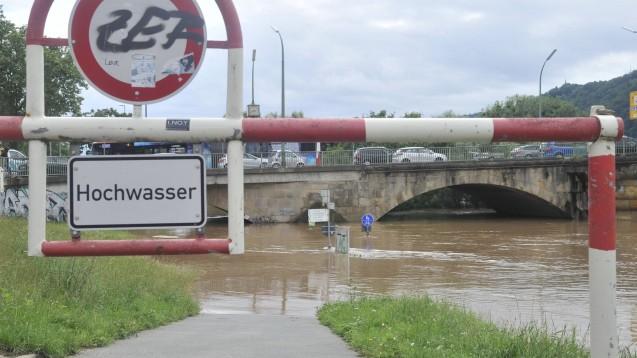 Vor allem der Westen Deutschland ist vom Hochwasser gebeutelt, wie hier bei Trier. (Foto: MAGO / BeckerBredel)