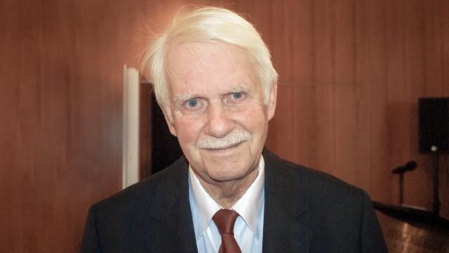 Dr. Jörn Graue, Chef des Hamburger Apothekervereins und des NARZ, findet, dass die Apotheker zu ihrer ursprünglichen Forderung nach einem Rx-Versandverbot zurückkehren sollten. ( r / Foto: tmb)