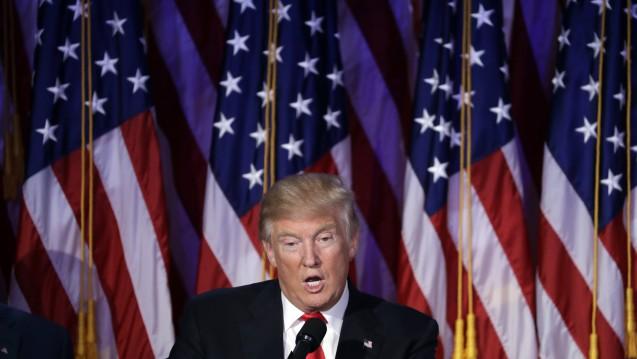 Während Trump im US-Wahlkampf lange deutlich zurückhaltender als seine Konkurrentin Hillary Clinton eine Absenkung von Arzneimittelpreisen gefordert hat, schlägt auch er jetzt eine härtere Gangart ein. (Foto: dpa)