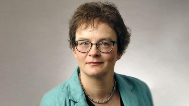 Helga Gröschel, Vorsitzende der Freien Apothekerschaft, beschwert sich darüber, dass das BMG ihren Verein zu einer Veranstaltung zum Thema Rx-Arzneimittel auf Ebay wieder ausgeladen hat. (b/Foto: Freie Apothekerschaft)