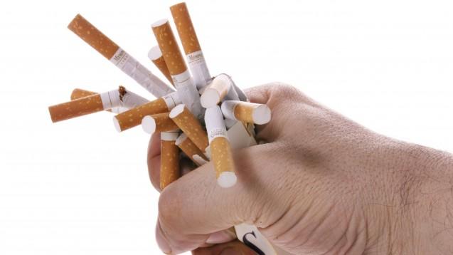 Medikamente für einen Tabak-Ausstieg sollen nach Plänen der großen Koalition künftig von der Kasse bezahlt werden können. (c / Foto: IMAGO / blickwinkel)