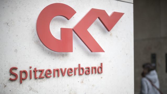 Der GKV-Spitzenverband fordert in einem Positionspapier drastische Absenkungen am Apothekenhonorar sowie eine Neuordnung der Apothekenstruktur. (Foto: dpa)