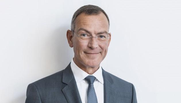 ABDA-Chefjurist Lutz Tisch ist zuversichtlich, dass der EuGH bestätigen wird, dass die deutsche Preisbindung für Rx-Arzneimittel auch für ausländische Versender gilt. Die anderslautenden Schlussanträge des Generalanwalts seien nicht überzeugend, sagte Tisch Ende Juni in Stuttgart:ABDA braucht erst einmal keinen Plan B.