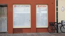 Immer mehr Apotheken in Deutschland müssen schließen. Resultiert daraus inzwischen ein Versorgungsproblem, mit dem sich das Dispensierrecht für Ärztinnen und Ärzte rechtfertigen lässt? (c / Foto: IMAGO / Geisser)