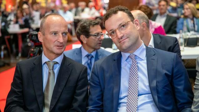 Bundesgesundheitsminister Jens Spahn (CDU) und die Regierungsfraktionen nehmen derzeit das Apotheken-Stärkungsgesetz auseinander. Dabei sollten sie nicht zwei weitere wichtige Neuregelungen vergessen, meint DAZ-Autor Thomas Müller-Bohn. (Foto: Schelbert)