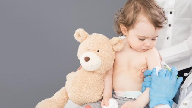 MenQuadfi soll vor den vier Meningokokken-Serotypen A, C, W, Y schützen. Der Meningokokken-Impfstoff von Sanofi Pasteur darf ab dem Alter von zwölf Monaten geimpft werden. (s / Foto: REDPIXEL / stock.adobe.com)