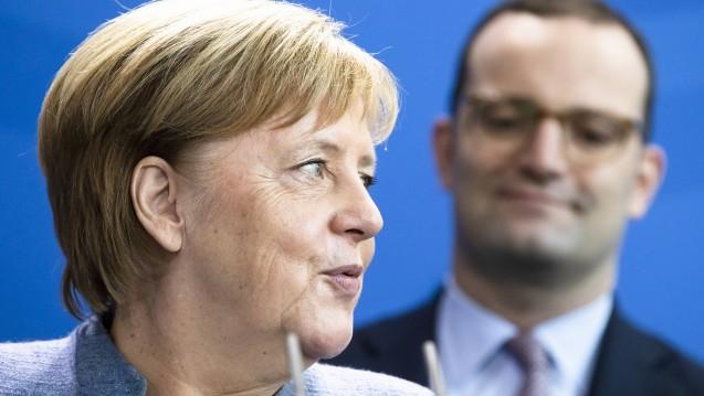 Bundeskanzlerin Angela Merkel (CDU) hat Bundesgesundheitsminister Jens Spahn gelobt: Er schaffe eine Menge weg, so die Kanzlerin. (Foto: imago images / E. Contini)