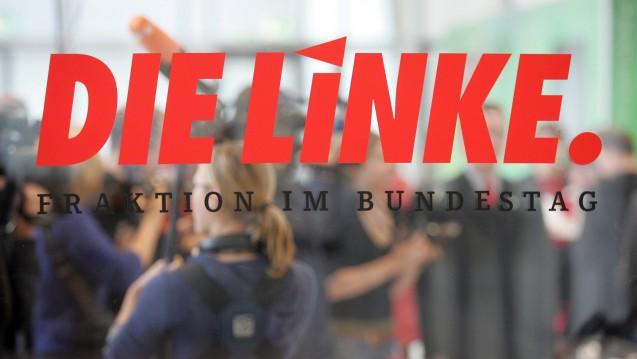 Die Linksfraktion im Bundestag will wissen, wann die Große Koalition das Rx-Versandverbot umsetzt. (Foto: Imago)