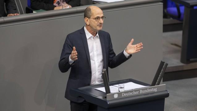 Der Linken-Gesundheitspolitiker Dr. Achim Kessler kritisiert Bundesgesundheitsminister Jens Spahn (CDU) scharf für sein Vorgehen in der Gematik. (Foto: imago images / Chris Thiel)