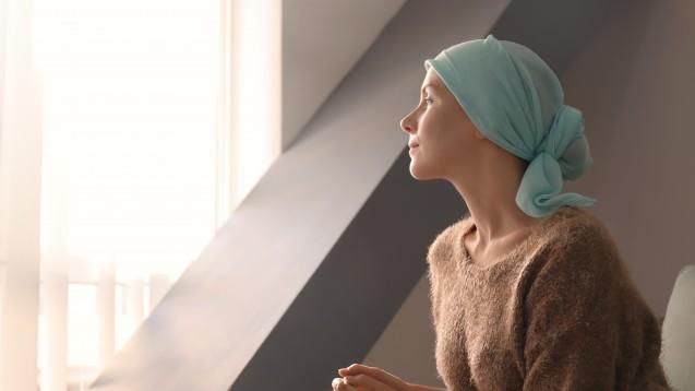 Der Krebsinformationsdienst des Deutschen Krebsforschungszentrums weist onkologische Patienten auf mögliche arzneimittelbedingte Risiken beim Autofahren hin. (Foto:       Africa Studio / stock.adobe.com)