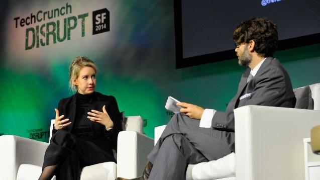 Zu besseren Zeiten: Firmeninhaberin Elizabeth Holmes auf einer Konferenz in San Francisco. (Foto: TechCrunch / Flickr, CC BY 2.0)