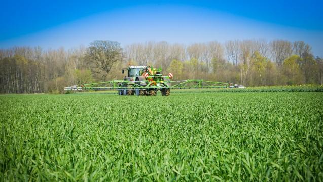 Glyphosat wird weltweit massenhaft eingesetzt - und hat einen Milliardenmarkt. (Foto: countrypixel / Fotolia)