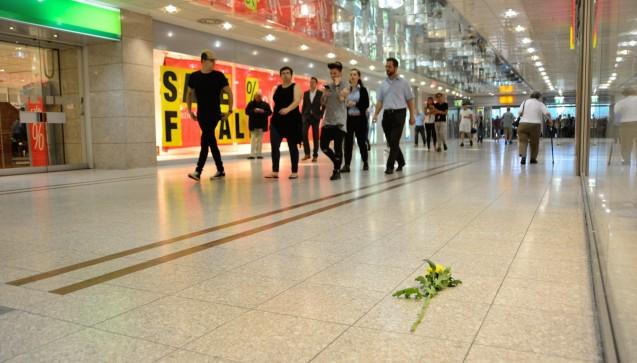 Der Montagmorgen begann mit einer Andacht im Olympia-Einkaufszentrum.