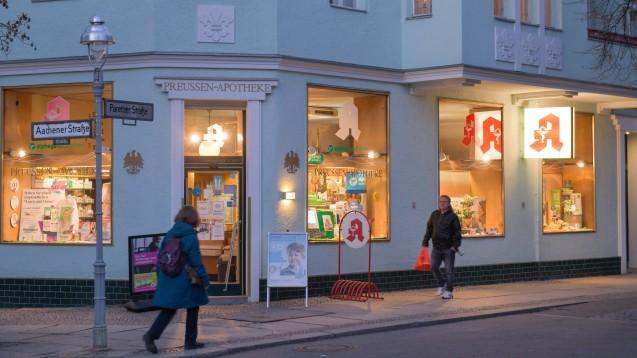 Apotheken im Berliner Bezirk Charlottenburg-Wilmersdorfkönnen bald Versicherten von Ersatzkassen Grippeimpfungen anbieten. (c / Foto: IMAGO / Joko)