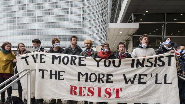 Auch am Donnerstag wurde in Brüssel, wo sich Vertreter von Föderalregierung und Regionen in Belgien über die strittigen Punkten beim Handelsabkommen Ceta geeinigt haben, demonstriert. (Foto:picture alliance / AP Photo)
