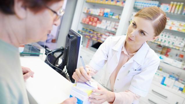 PTA sollen nach Auffassung der ABDA auch weiterhin nur unter Aufsicht Rx-Arzneimittel abgeben und Rezepte abzeichnen dürfen. (c / Foto: gpointstudio / stock.adobe.com)