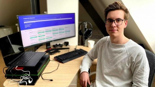 Der 17-jährige Julian Ambrozy wollte seinem Opa helfen, einen Impftermin zu finden, und programmierte zu diesem Zweck kurzerhand eine eigene Suchmaschine. (Foto: privat)