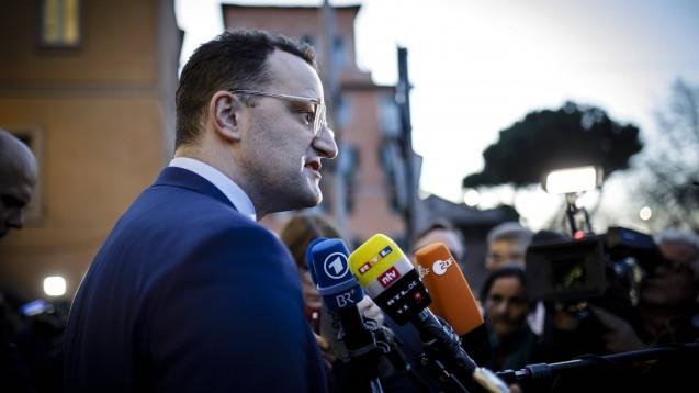 Bundesgesundheitsminister Jens Spahn traf sich am 25. Februar mit seinen Ministerkollegen aus anderen EU-Mitgliedstaaten in Rom. Auch in Berlin hält ihn das Coronavirus auf Trab. ( r / Foto: imago images / photothek)