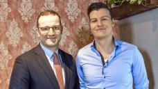 Apotheker Philipp Kircher im Gespräch mit Minister Jens Spahn. ( s / Foto: BAV)