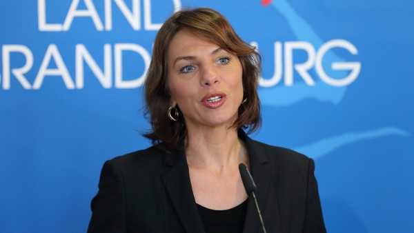 Wegen Lunapharm: Ministerin Karawanskij reist nach Brüssel