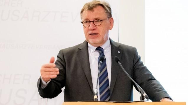 Ulrich Weigeldt, Chef des Deutschen Hausärzteverbandes, will sich gegen Grippeschutzimpfungen und Dauerverordnungen in der Apotheke einsetzen. (Foto: DHÄV)