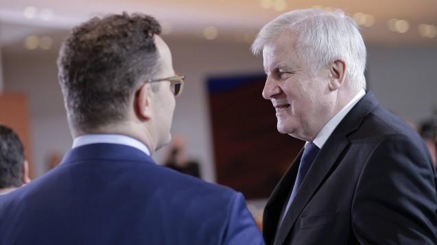 Bundesgesundheitsminister Jens Spahn (CDU) und Innenminister Horst Seehofer (CSU) haben über Maßnahmen zum Schutz gegen das Coronavirus informiert. (c / Foto: imago images / Zensen)