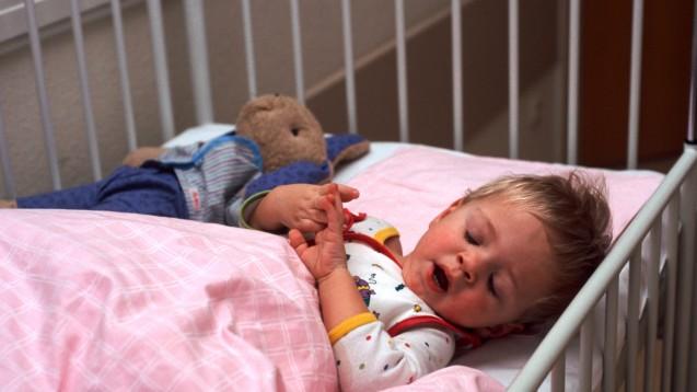 Arzneimittel für die Kleinsten: Seit 10 Jahren gibt es die EU-Verordnung über Kinderarzneimittel. (Foto:picture alliance/Presse-Bild-Poss)