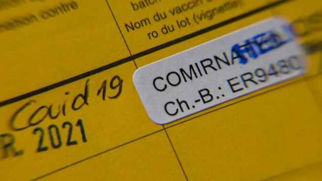 Die Hausarztpraxen und damit auch die Apotheken bestellen mehr COVID-19-Impfstoffe als zur Verfügung stehen. (c / IMAGO / Sylvio Dittrich)