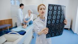 Die Diagnose Krebs müssen immer mehr Menschen wegstecken. Pharmaunternehmen versprechen neue Arzneimittel. (Foto: zinkevych / Fotolia)