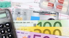 Dank der guten Konjunktur und zu hoch berechneten Zusatzbeiträgen hat das Gesundheitssystem 2017 noch 28 Milliarden Euro übrig. (Bild: Imago)