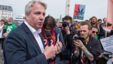 Der Berliner SPD-Abgeordnete im Berliner Abgeordnetenhaus Thomas Isenberg und sein Kreisverband Mitte wollen, dass Cannabis in Modellprojekten entweder in Apotheken oder Lizenz-Shops abgegeben wird. (m / Foto: Imago)