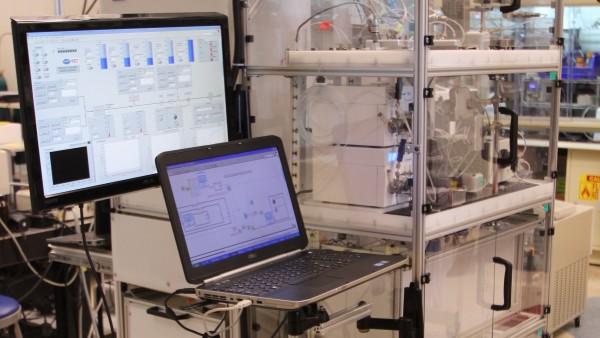 Forscher entwickeln Pharmafabrik in Schrankgröße