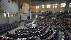 DAZ.online hat die wichtigen aktuellen Themen für Apotheker und ihre Mitarbeiter bei allen Parteien zur Diskussion gestellt, die eine realistische Chance darauf haben, in den Bundestag einzuziehen. Was kam dabei heraus? (Foto: AP / dpa)