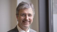 Gegen das Versandverbot: Martin Litsch vom AOK-Bundesverband will kein Rx-Versandverbot, sondern ein Höchstpreismodell und dann mit Versandapotheken Bonus-Verträge abschließen. (Foto: dpa)