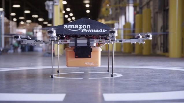 Der Online-Konzern Amazon will seine Lieferungen jetzt auch per Drohne verschicken. Wo der Prima Air-Service starten soll, ist aber noch unbekannt. ( r / Foto: Imago images / UPUI photo)