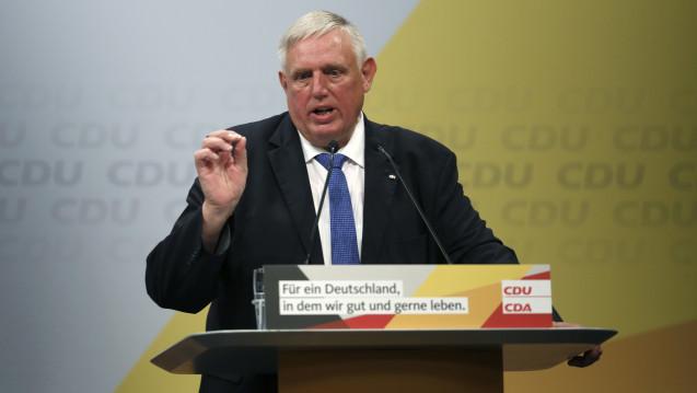 Karl-Josef Laumann (CDU) setzt sich weiterhin für das Rx-Versandverbot ein. (Foto: Picture Alliance)