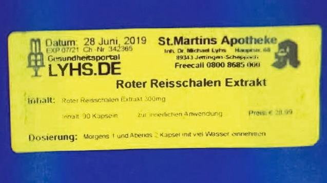 Vor selbst hergestellten Präparaten in blauen Plastikdosen mit Etiketten wie dem abgebildeten warnt derzeit das Landratsamt Günzburg. (Foto: Landratsamt Günzburg)