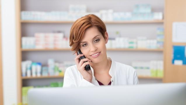 Nicht nur zu Pandemie-Zeiten: Apotheken beraten natürlich auch (vorab) über das Telefon. (x / Foto: contrastwerkstatt / stock.adobe.com)