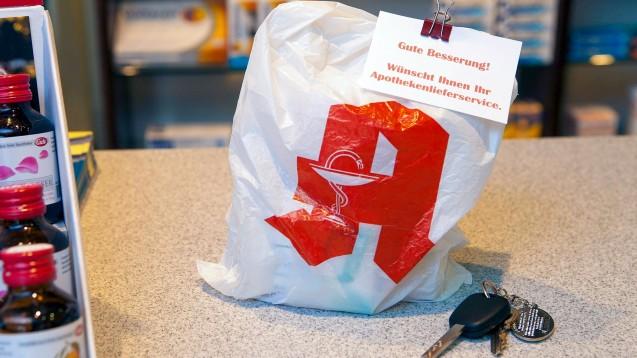 Bundesgesundheitsminister Spahn will den Botendienst der Apotheken auch weiterhin vergüten – allerdings nicht mehr mit 5 Euro pro Lieferung, sondern mit 2,50 Euro plus Mehrwertsteuer. (c / Foto: imago images / JOKER)