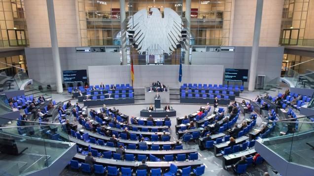 Der Deutsche Bundestag hat das Vor-Ort-Apothekenstärkungsgesetz verabschiedet. (p / Foto: imago images / Christian Spicker)