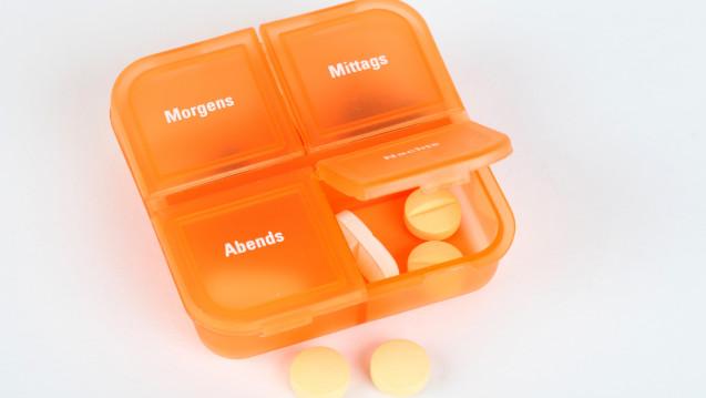 Kann man L-Thyroxin auch abends nehmen? Die Frage taucht auch in der Apotheke auf. (Foto:Klaus Eppele / stock.adobe.com)