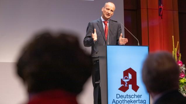Friedemann Schmidts Lagebericht beim DAT 2019: Man müsse sich vom Rx-Versandverbot abwenden und den Vorteilen der Apothekenreform zuwenden. (c / Foto: Schelbert)