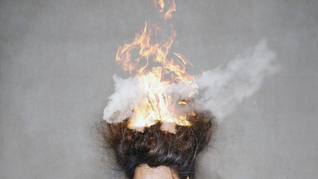 Bei manchen Läusemitteln wird vor offenen Flammen gewarnt. (c / Foto:TravelPhotography / stock.adobe.com)