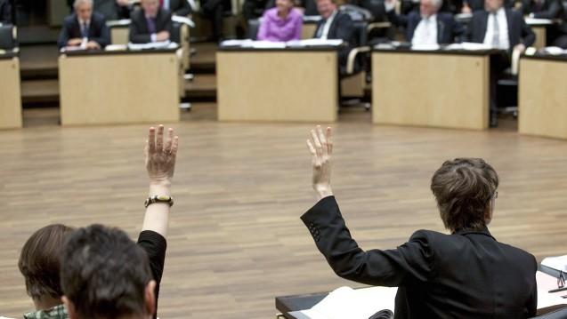 Stimmt der Bundesrat ohne Änderungswünsche zu, könnte die Sammelverordnung zur Änderung des Apothekenhonorars und der Apothekenbetriebsordnung schon Ende September in Kraft treten. (c / Foto: imago images / C. Thiel)