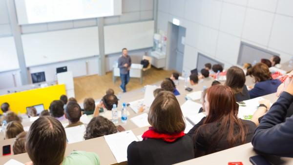 Regierung plant Unterstützung für Studenten und Wissenschaftler