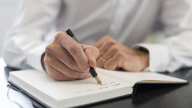 Schreiben wir gerade Geschichte? Oder Geschichten? Mein liebes Tagebuch, diese Tage können unser Apothekerleben verändern. (Foto: Andi Dalferth)