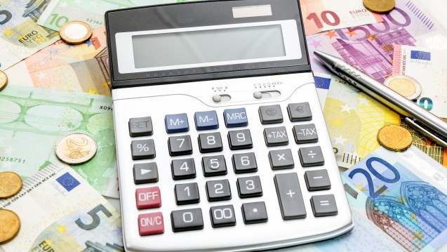 Nachgerechnet: obwohl man für Truvada in der Apotheke viel Geld hinlegen muss, lohnt sich die PrEP. (Foto:Marco2811 / Fotolia)