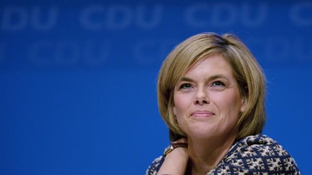 Hält wahrscheinlich mehrere Optionen für eine Regierungsbildung in Rheinland-Pfalz in ihren Händen: Julia Klöckner (CDU).  (Foto: dpa)